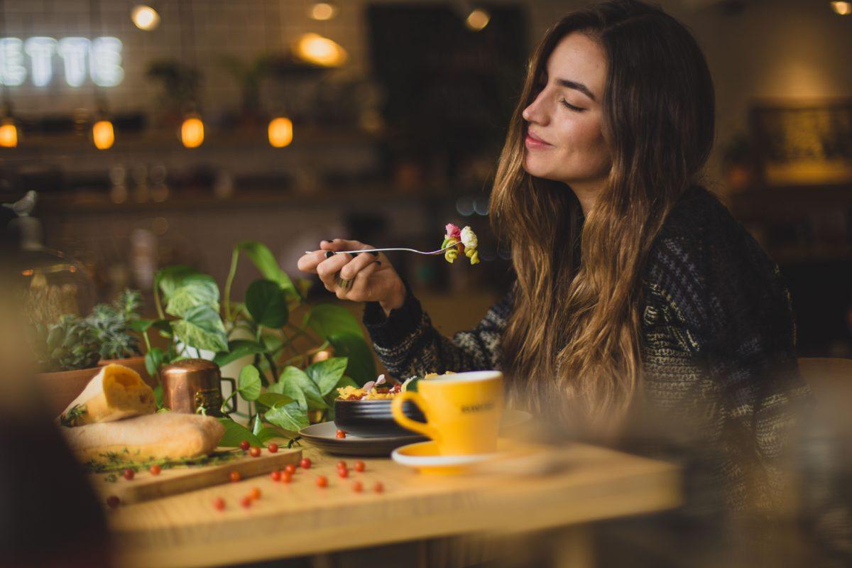 Fenomén Meok Bang aneb hostina v izolaci. Inspiruje Vás ke sdílené večeři s přáteli?