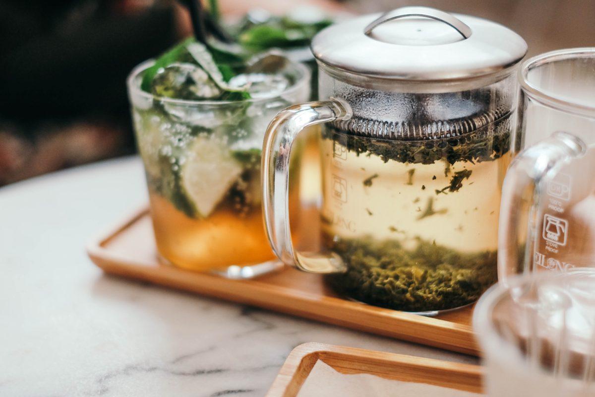 """Chcete zpomalit stárnutí? Pijte těchto 11 nápojů s """"anti-age"""" efektem!"""